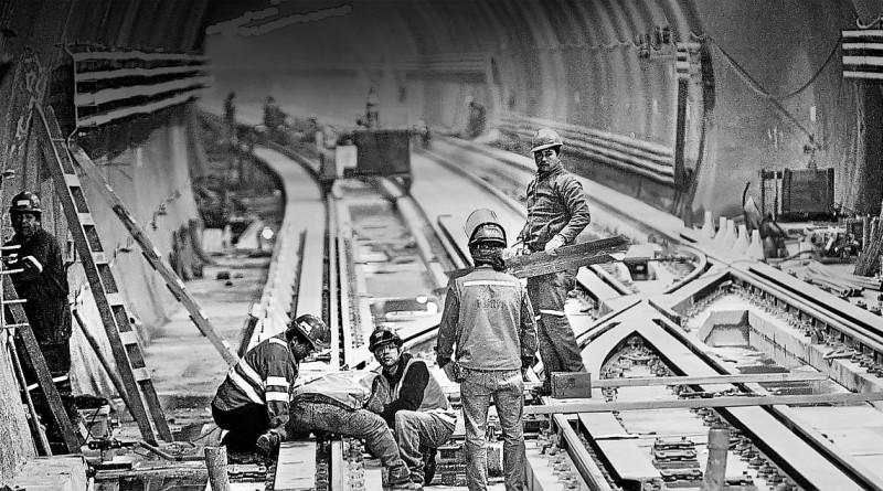 31 Mayo 2010  El Presidente Sebastian Piñera inspecciono las obras de la nueva estacion Plaza Maipu del Metro en la comuna de Maipu Piñera Metro Maipu    NACIONAL - TREN METROPOLITANO - METRO - EXTENSION - TRABAJOS - LINEA 5 - MAIPU - ESTACION PLAZA MAIPU - OBREROS - TRABAJANDO